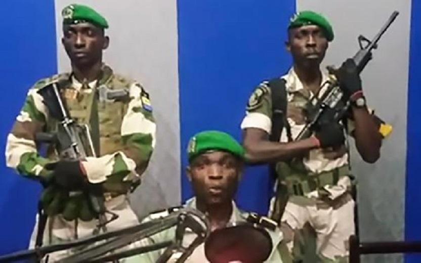 Gabon : le cinquième putschiste arrêté sous un lit…