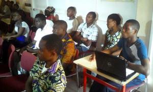 Des étudiants au cours d'une formation de Grains de Sel en Mai 2014 à Lomé