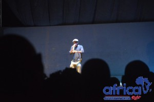 L'humoriste Alpha Ramses sur scène