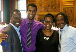Ismael (extrême gauche) à l'issue d'un dîner avec l'Ambassadeur Carson aux Etats-Unis