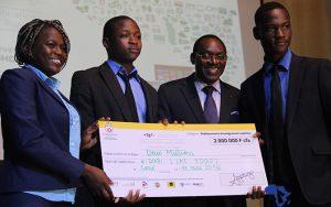 Eyram Josephine Akpakou avec son équipe de IAI Togo