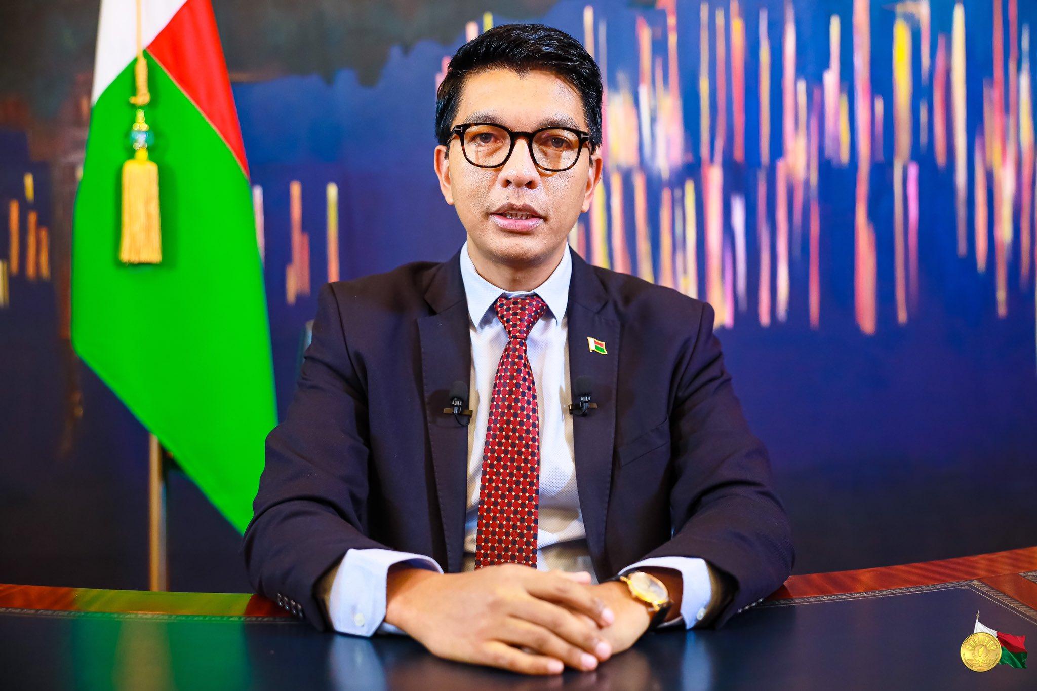 Macky Sall félicite Madagascar et passe une première commande — Remède Covid-Organics